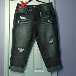Dollhouse size 22 cropped boyfriend jeans